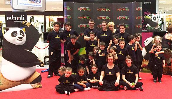 Exhibición Estreno Kung Fu Panda 3 - Grupo de niños y adultos